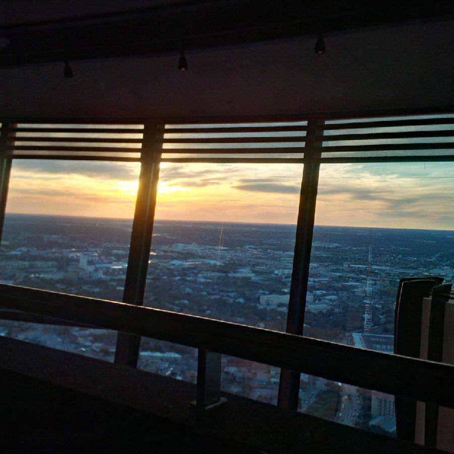 20160104_1723_towerOfAmericas_sunset